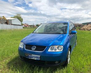Volkswagen Touran 1.6FSI Automat HIGHLINE Bi-xenón Ťažné + sezónne prezutie