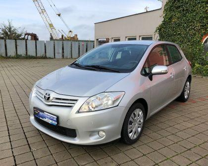Toyota Auris 1.6 Automat LIFE+ Parkovacie senzory+ sezónne prezutie