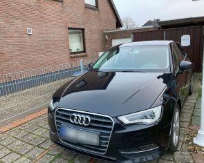 Audi A3 Sportback 2.0TDI S-Tronic • Ambition•  KEYLESS → sezónne prezutie